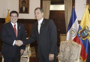 Horacio Cartes con RC, bandera alrevez.